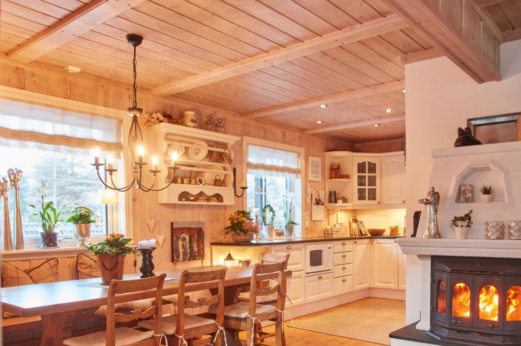 utsnitt av falske takåser brukt i kjøkken
